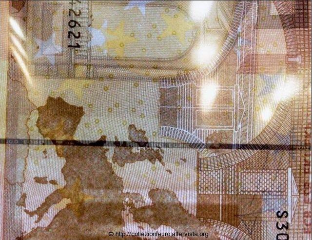 Italia 50 euro filo 100 euro